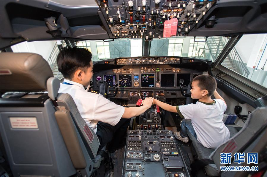 China Southern Airlines Arranges 'Little Pilots Experience